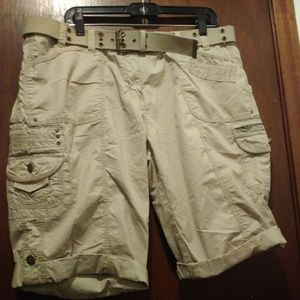 Apt 9 size 16 tan cargo shorts with belt